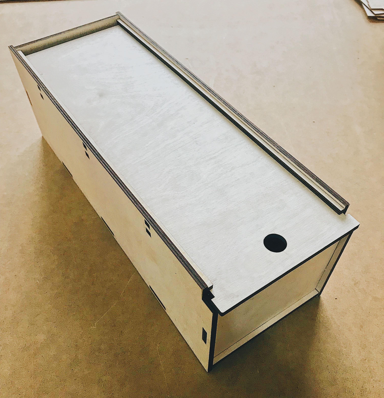 коробка под винную коробку или коллекционную игрушку