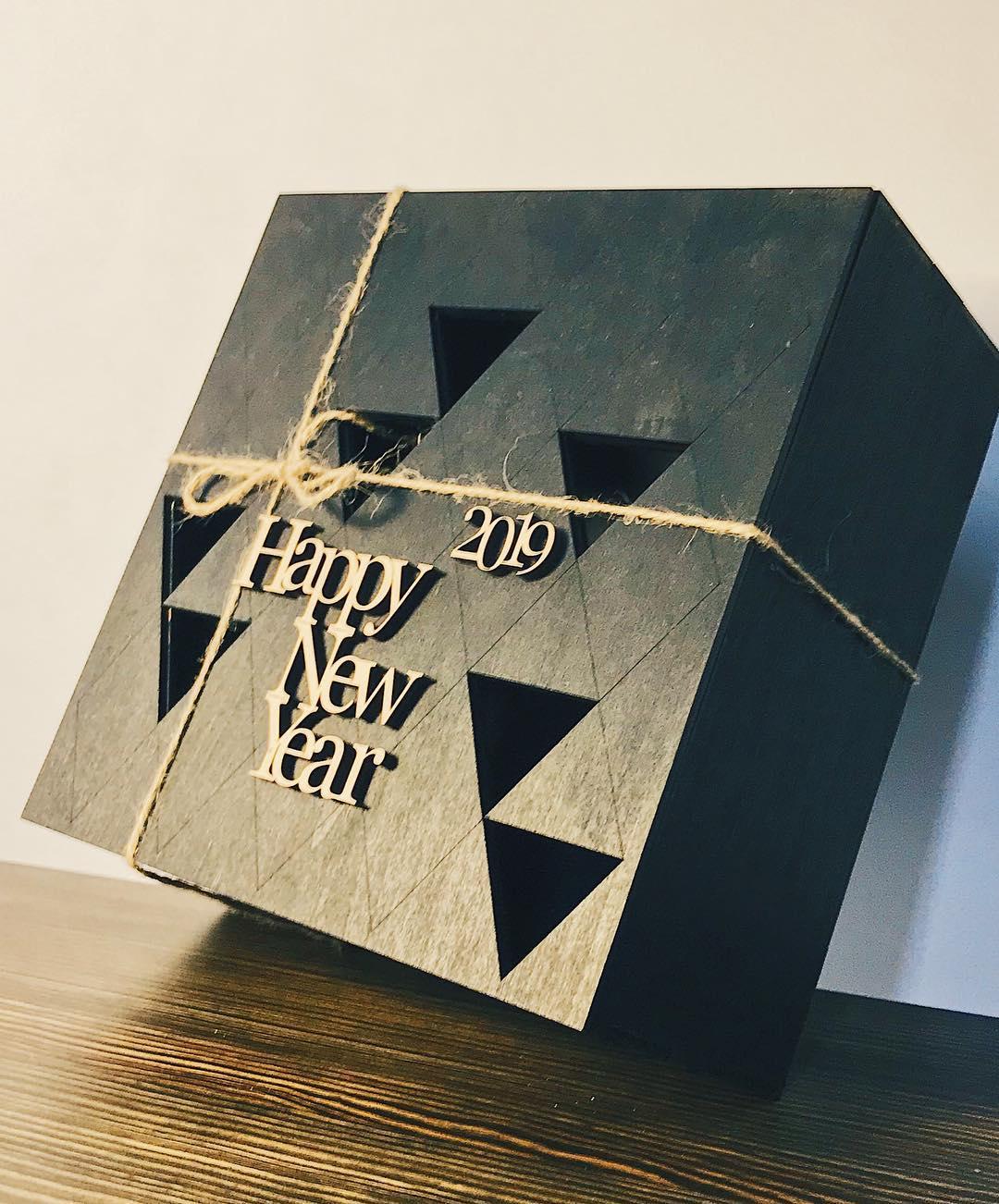 Деревянная коробка с Новым годом