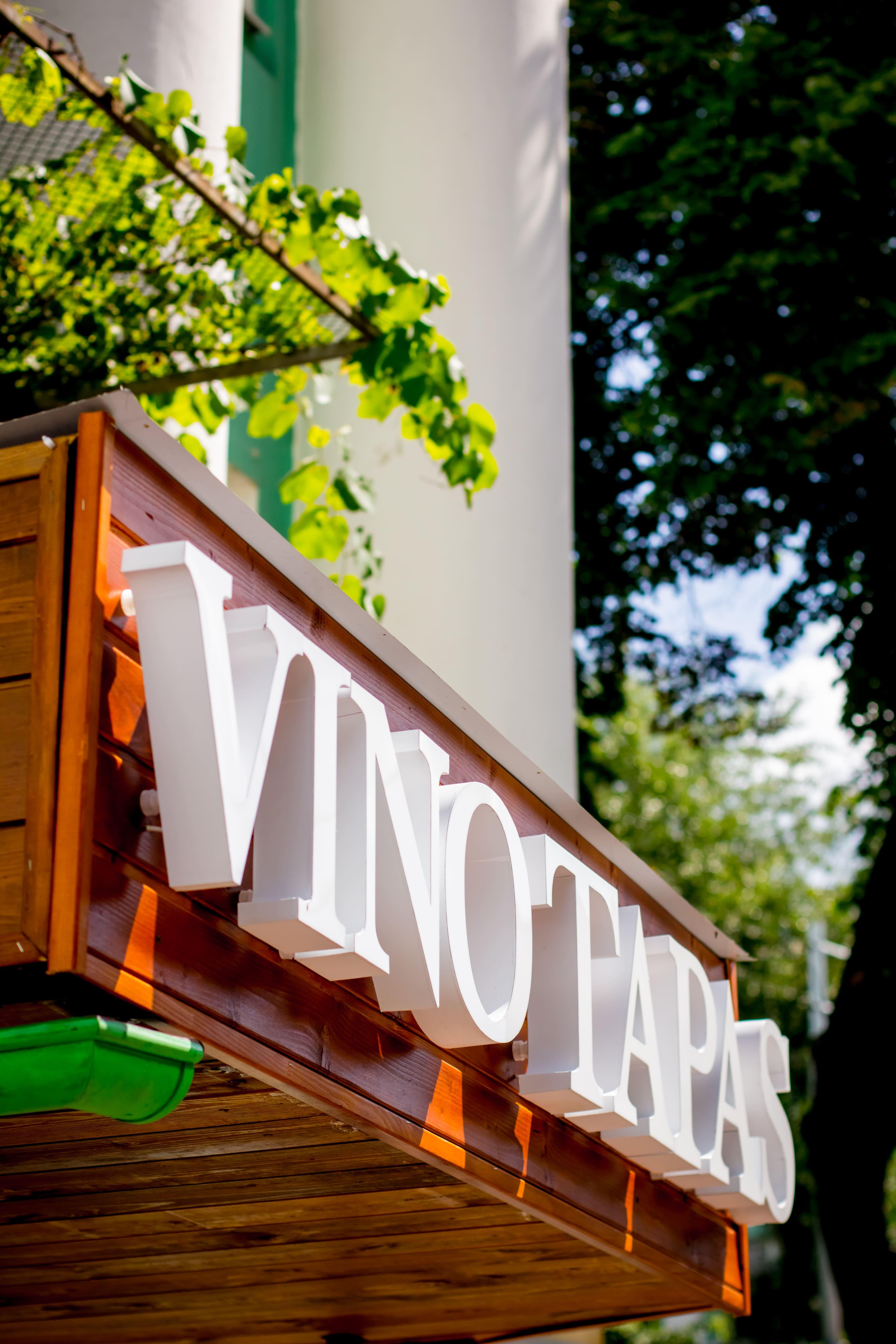 Вывеска для ресторана VINO TAPAS