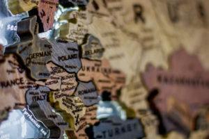Карта мира из разных пород дерева